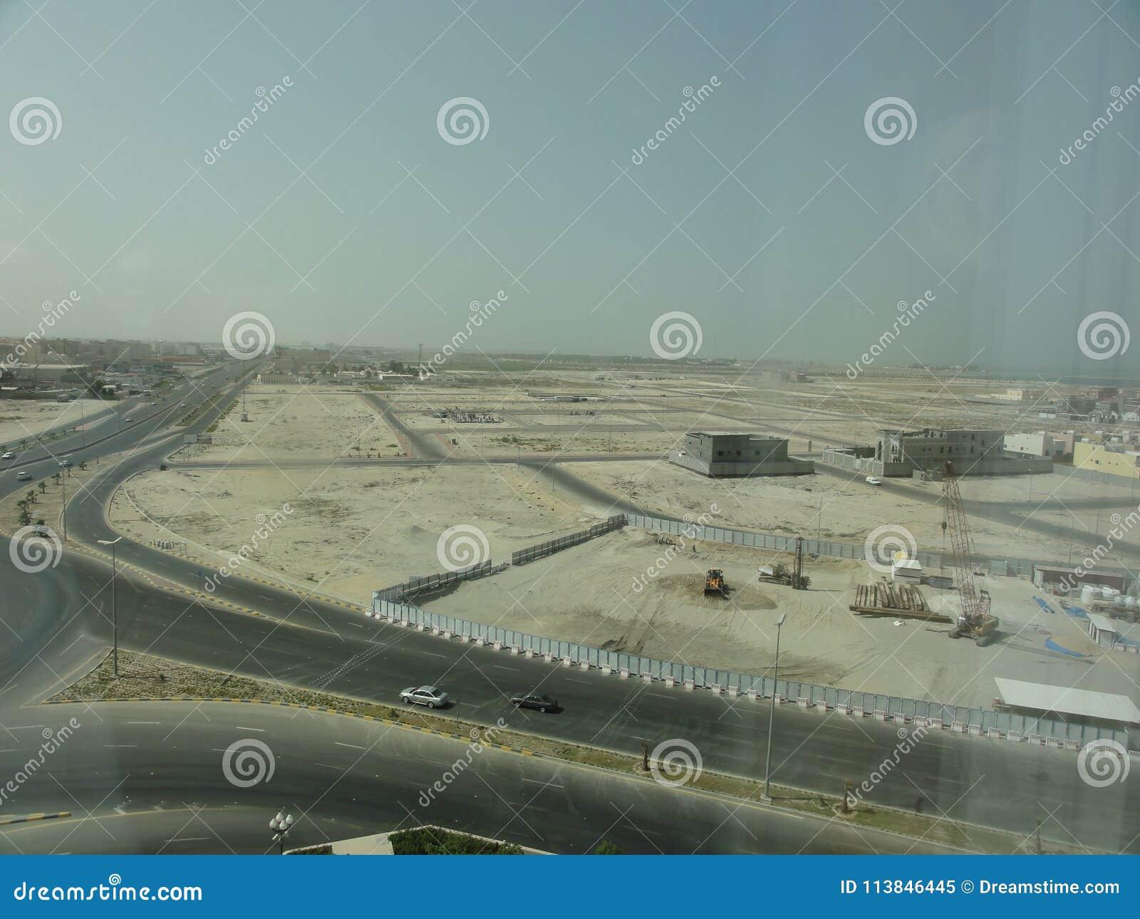 L autoroute de Moyen-Orient dans le désert