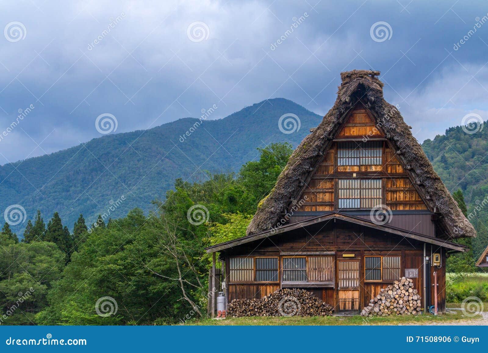 L avant de la maison de ferme de zukuri de gassho, Shirakawa disparaissent, le Japon