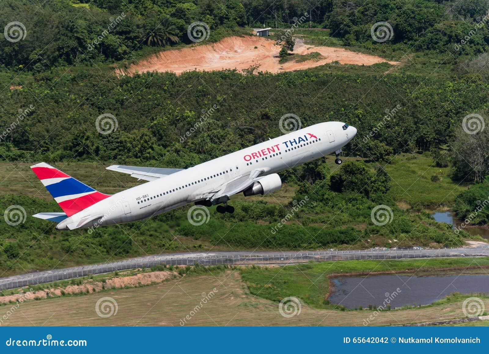 L avion de l Orient Thai Airways décollent à l aéroport de phuket