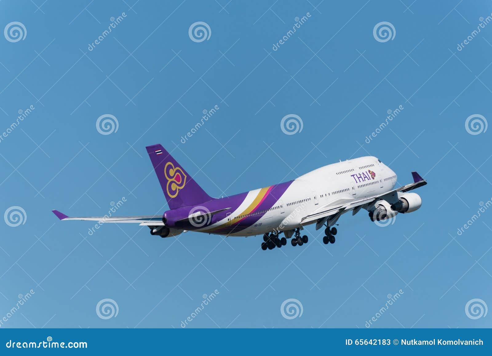 L avion de Thai Airways décollent à phuket