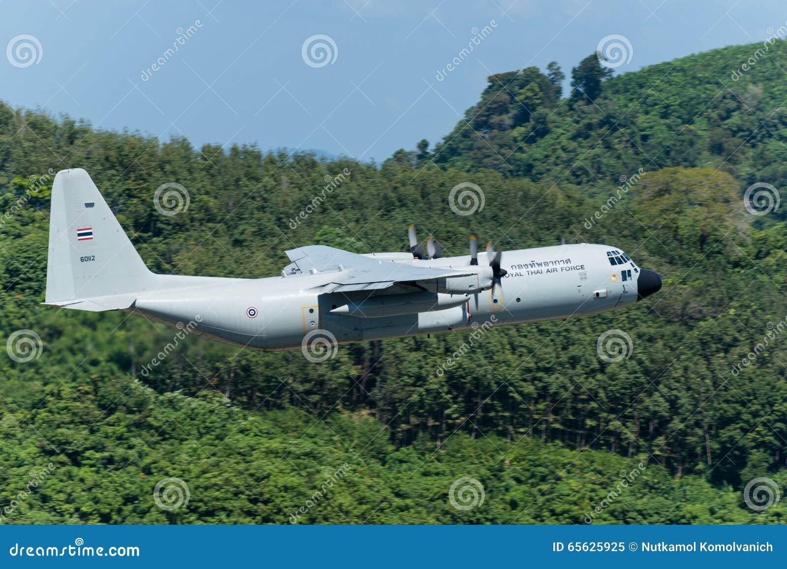 L avion thaïlandais royal de l Armée de l Air partent à l aéroport de Phuket