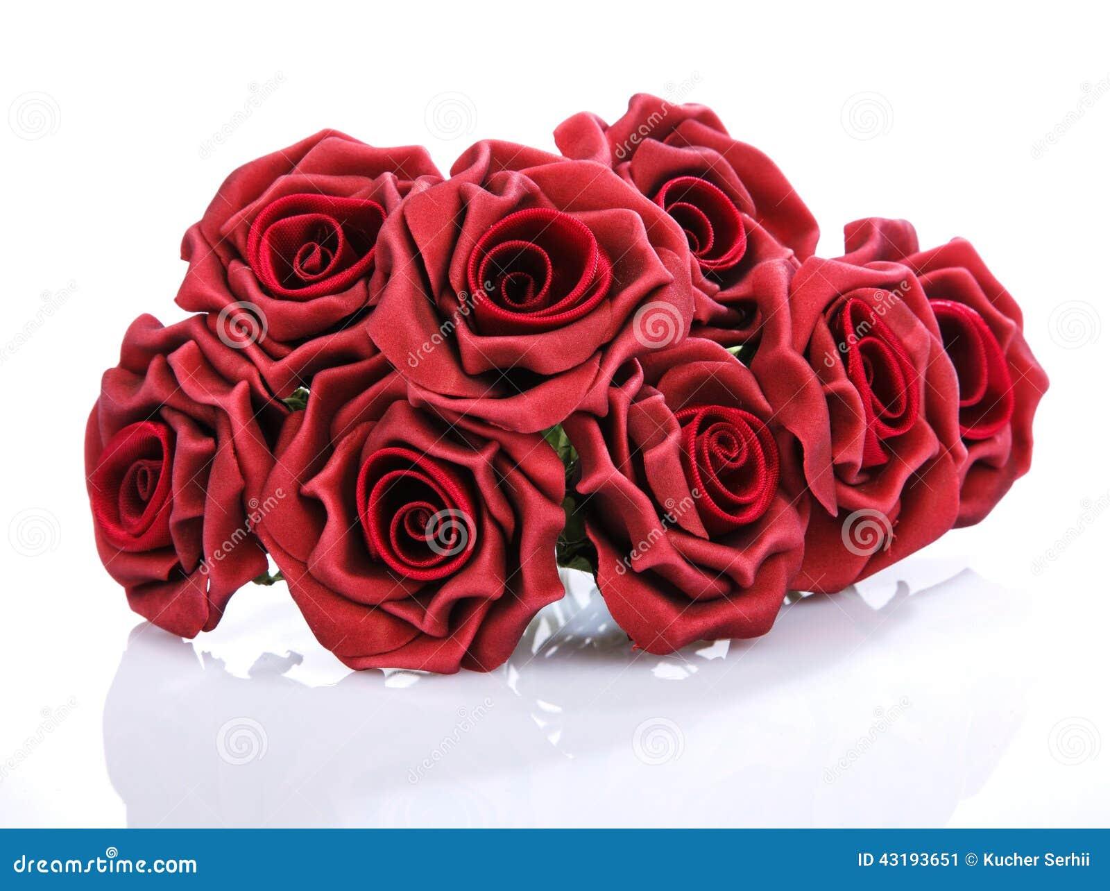 L Blumenstrauss Rote Rosen Auf Einem Weissen Hintergrund Stockbild