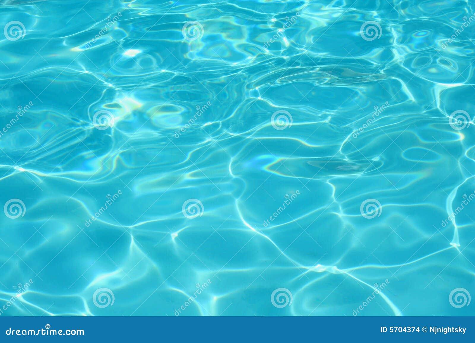 L 39 eau bleue claire de piscine images stock image 5704374 for Eau piscine