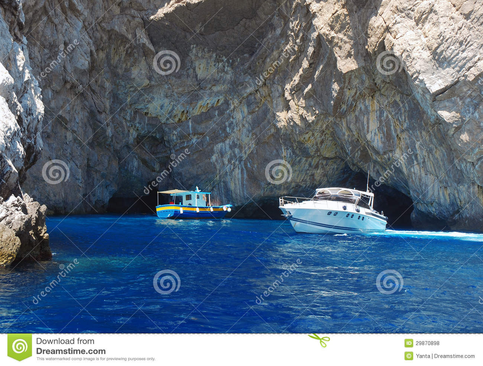 Bateaux croisant près de l île de Capri, Italie
