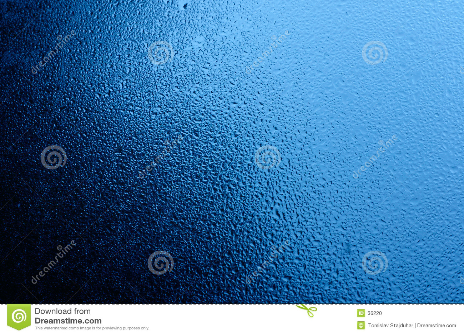 L eau bleue sur l hublot