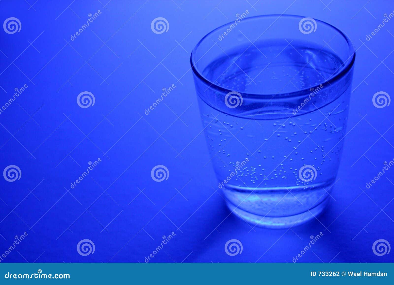 L eau d étincelle en glace