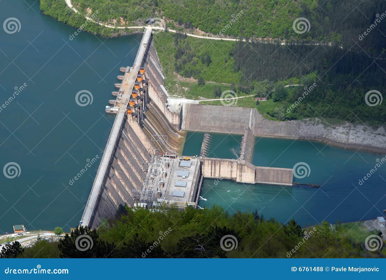 L eau de barrage de barrière