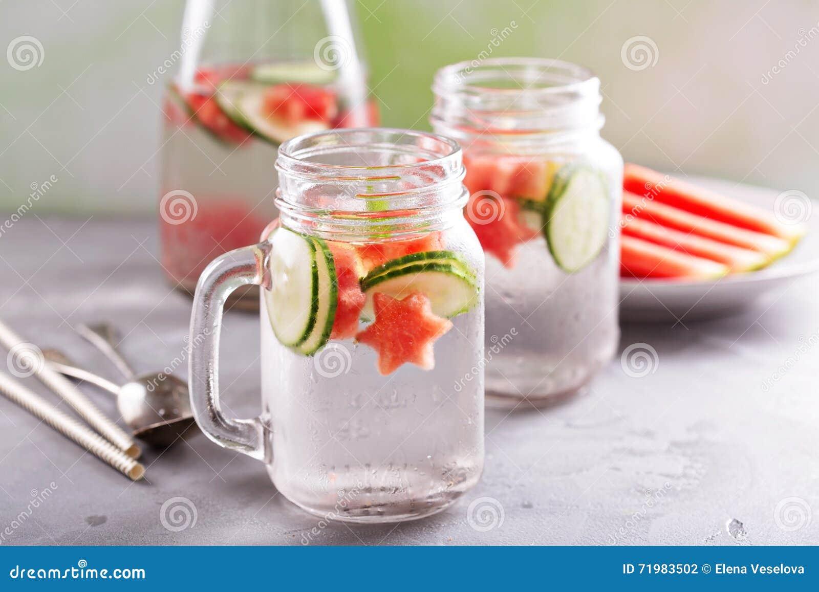 L eau de detox de pastèque et de concombre