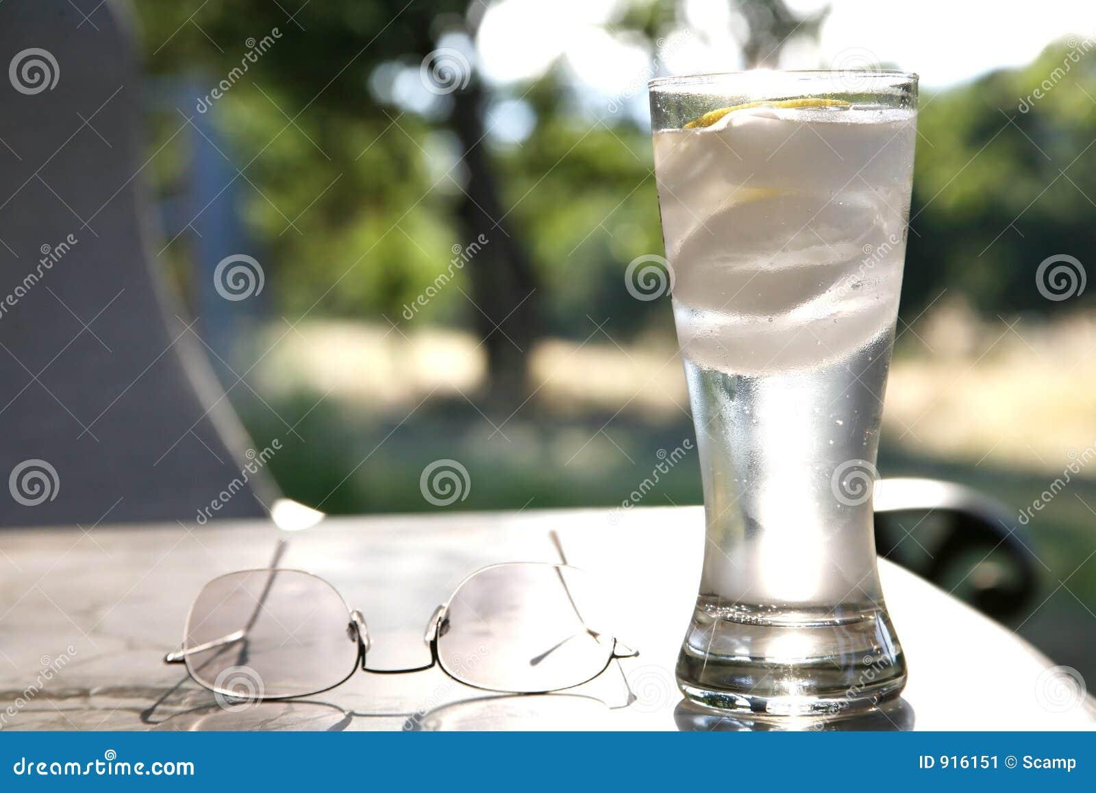 L eau de pétillement en glace