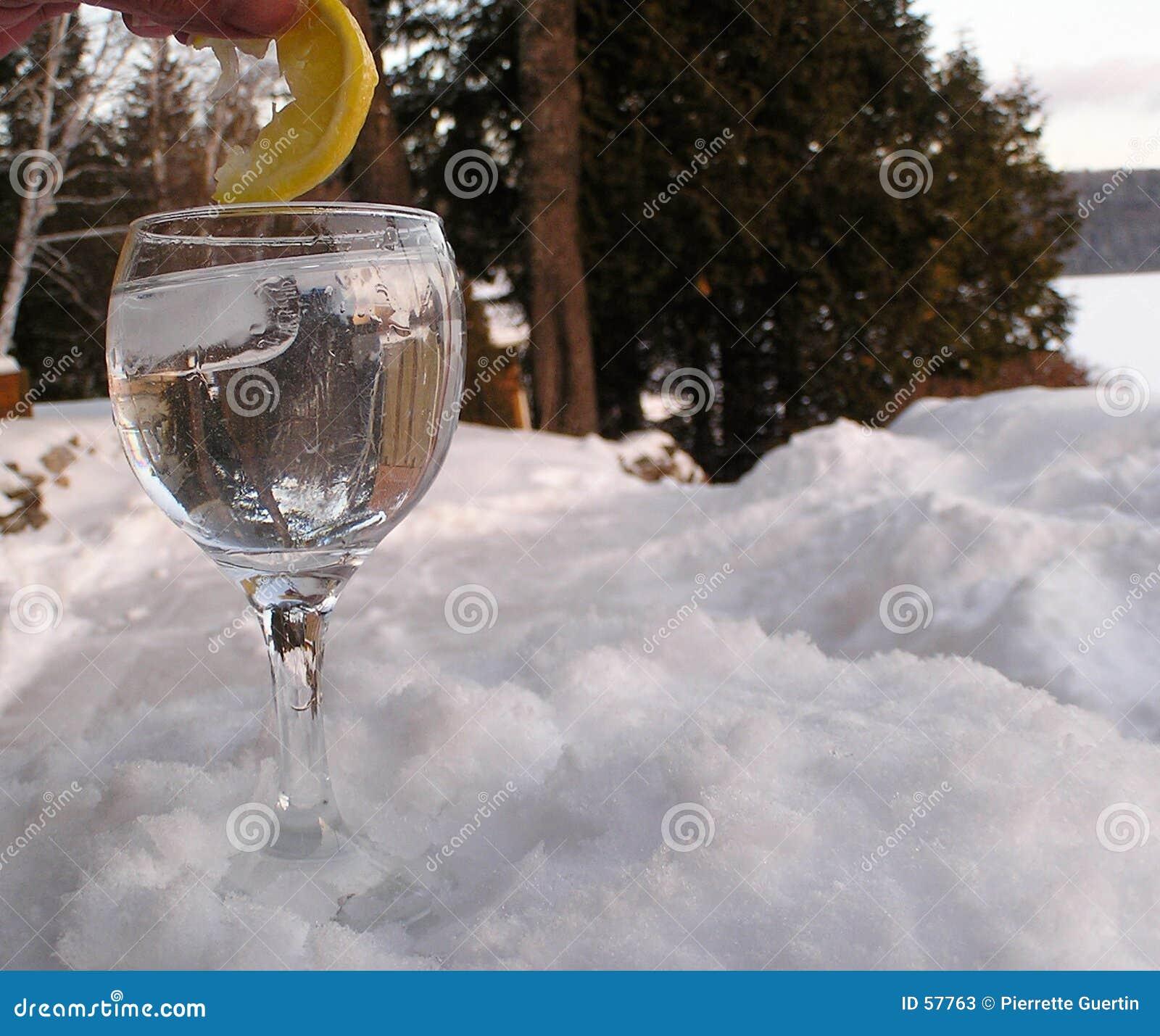 Download L'eau En Verre Sur Le Rock1 Image stock - Image du glace, réflexions: 57763