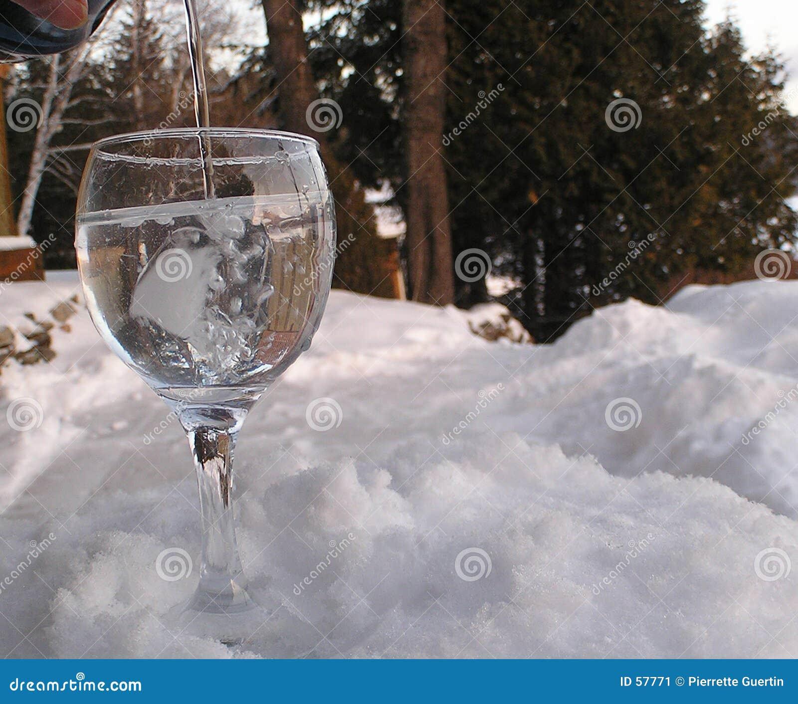 Download L'eau En Verre Sur Le Rock2 Image stock - Image du reflects, glace: 57771