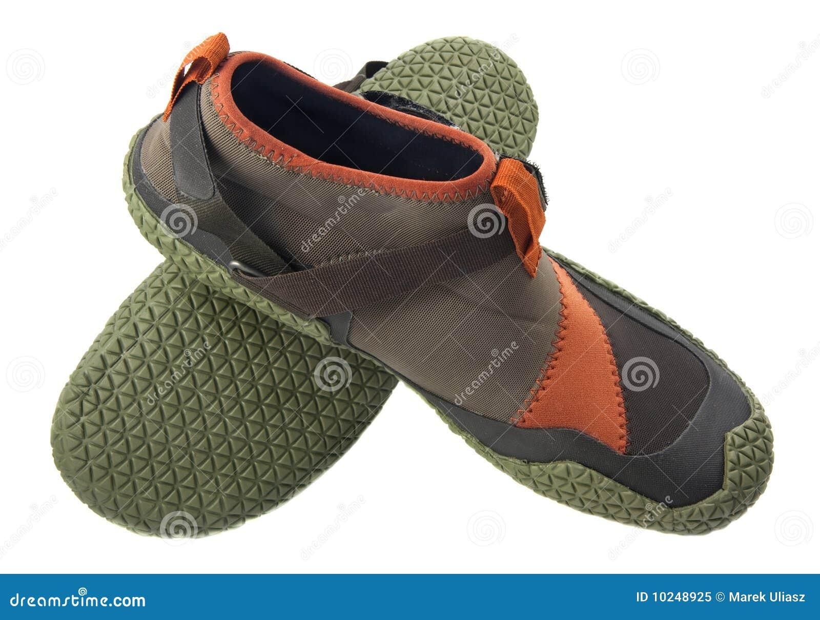 L eau kayaking de chaussures