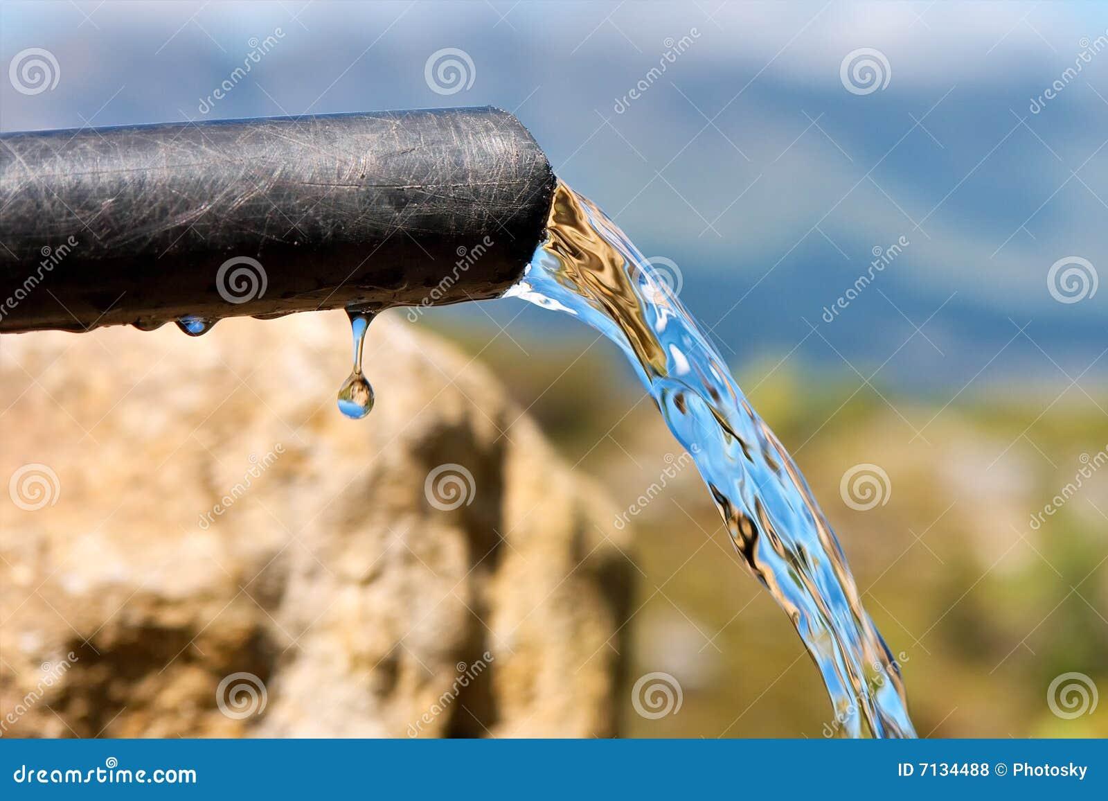 L eau pure circulante de baisse de pipe de n