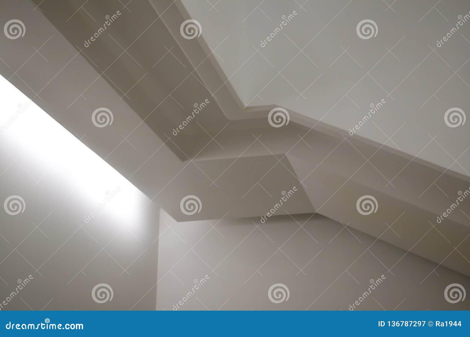 L elemento dell interno moderno Forme geometriche leggere con la lampadina Vista delle scale di pietra qui sotto
