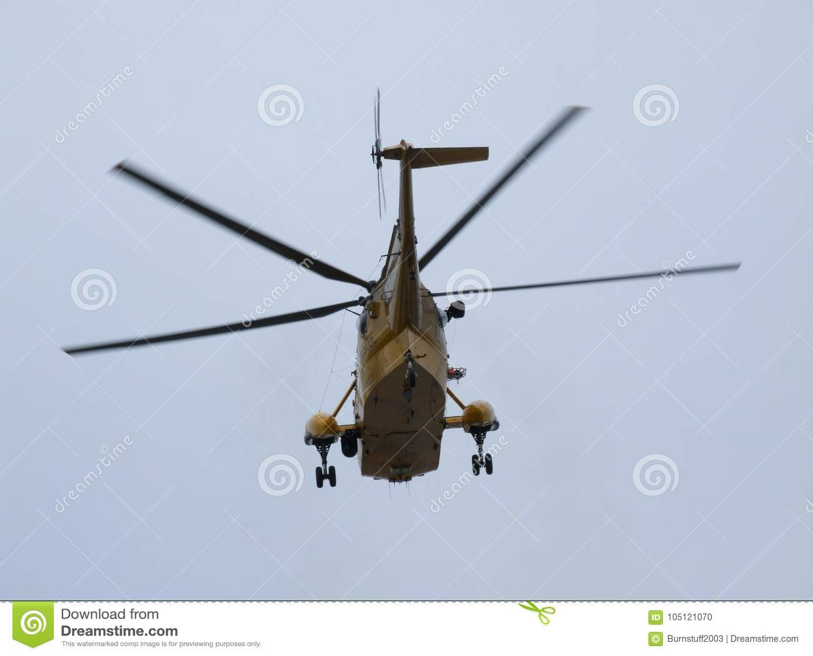 L elicottero di Seaking, militare cerca e salva sull aerodromo
