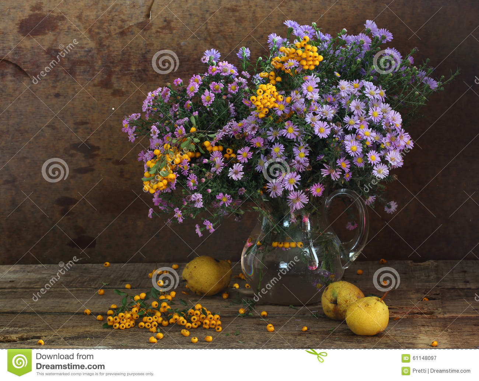 L 39 encore vie avec des poires et un bouquet d 39 automne image stock image 61148097 - Bouquet d automne ...