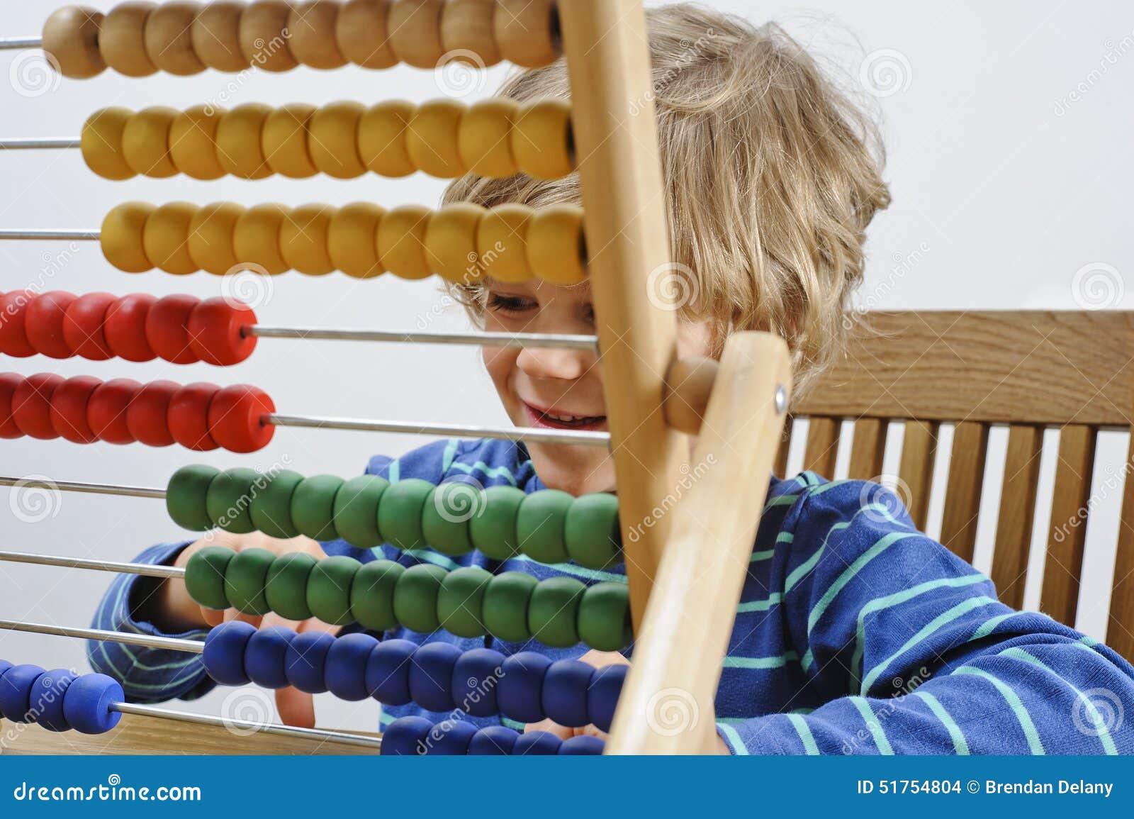 L enfant apprend à compter