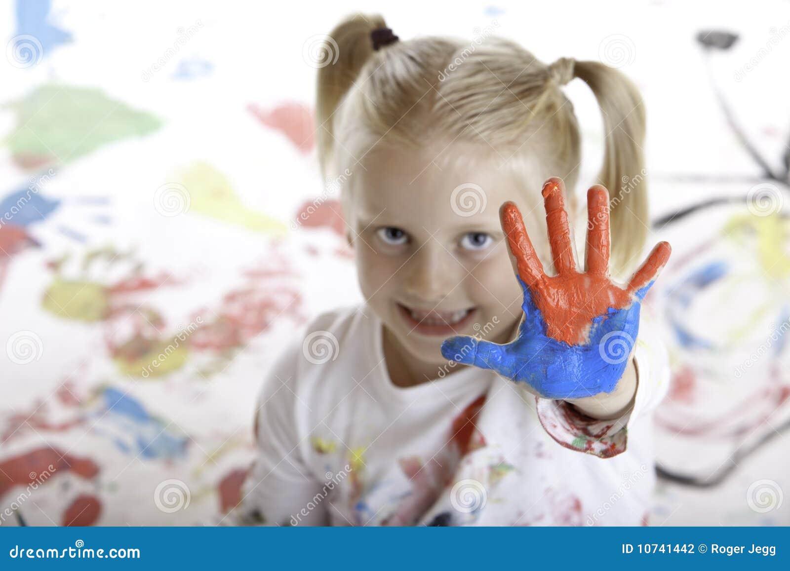 L 39 enfant en bas ge a la session de peinture photographie stock image 10741442 - Peinture main enfant ...