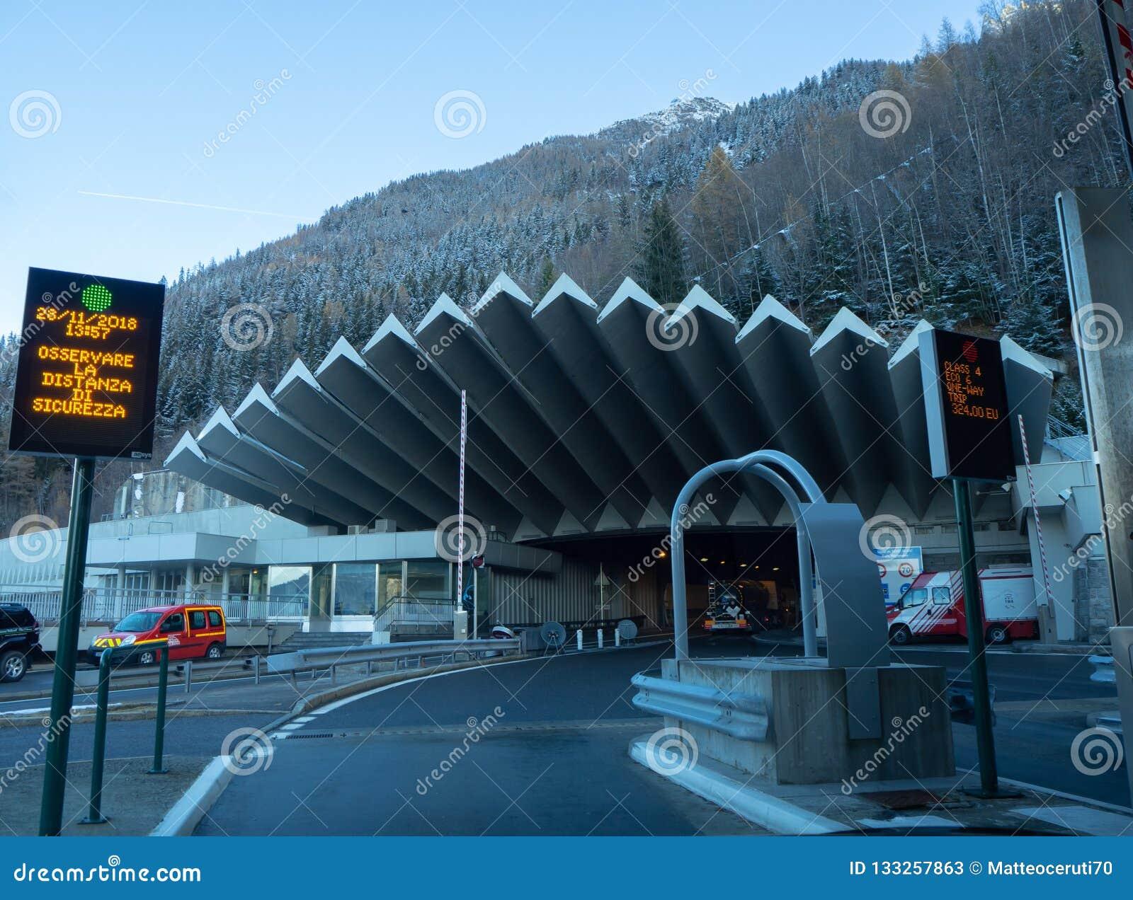 L entrata al tunnel di Mont Blanc dal lato francese