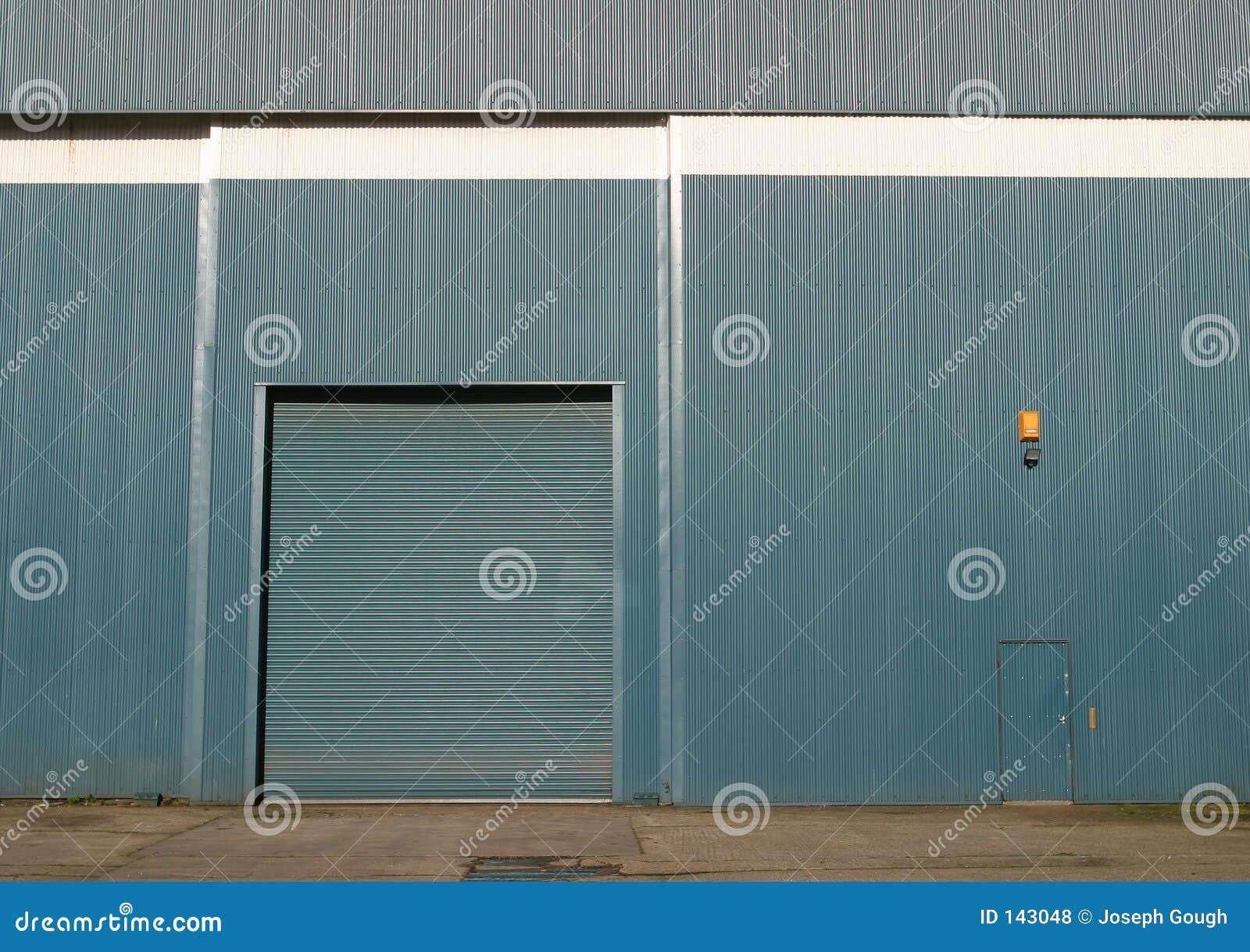 L entrepôt