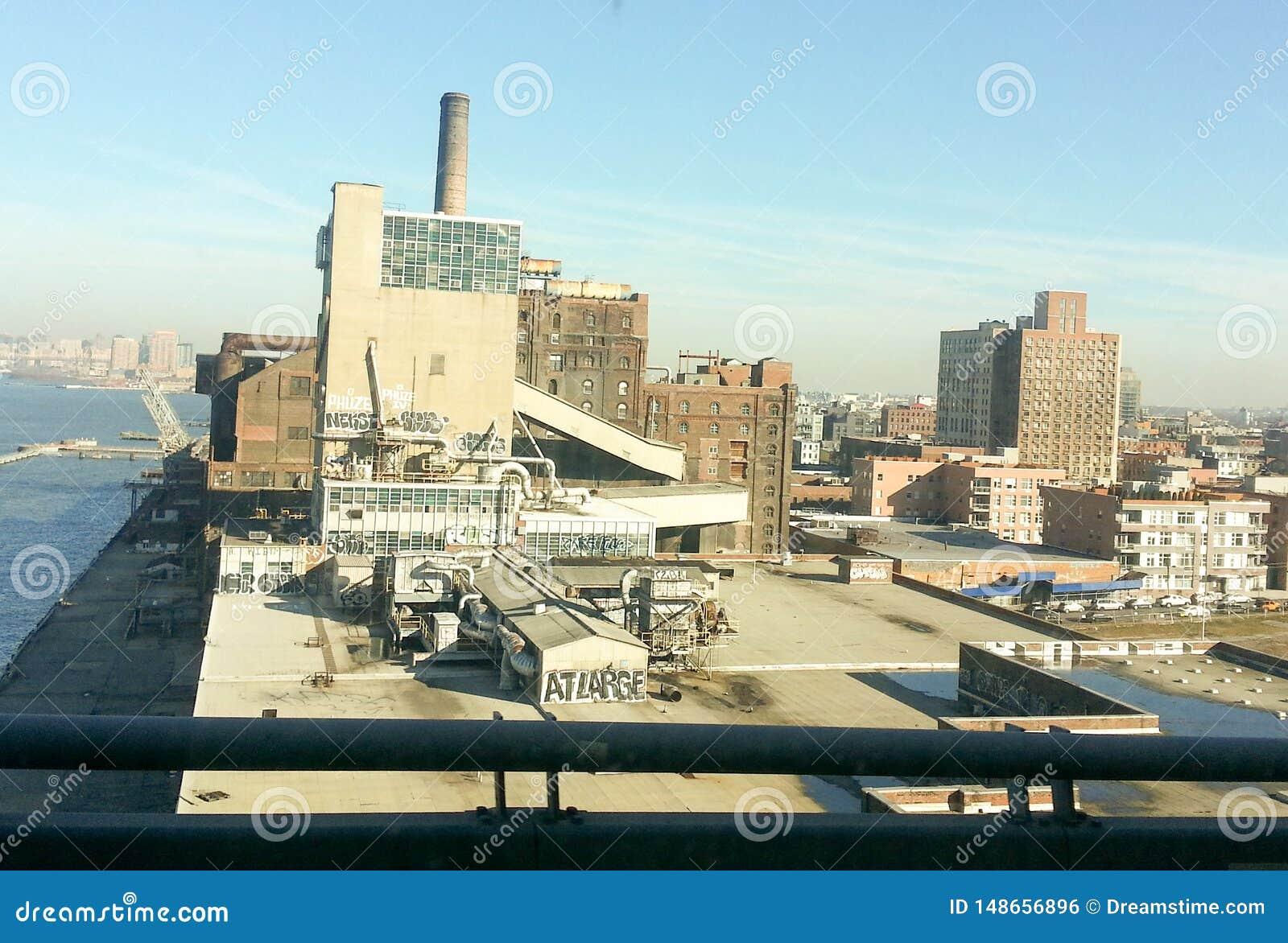 L entrepôt ou le chantier naval urbain, ressemble à un film de super héros