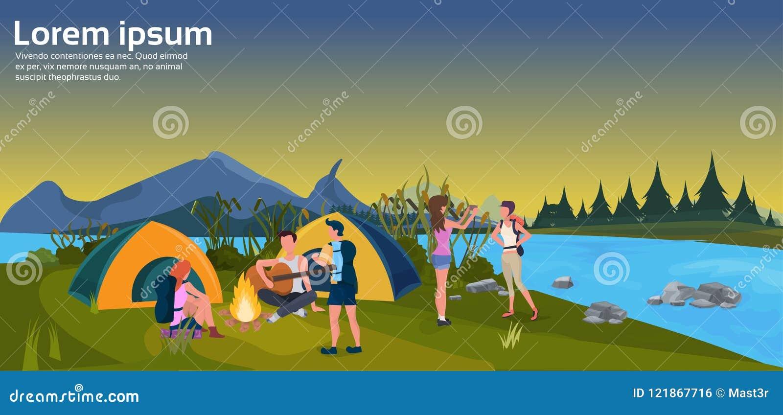 L espace horizontal plat de copie de concept de montagne de forêt du feu de camping de tente de coucher du soleil d activités de