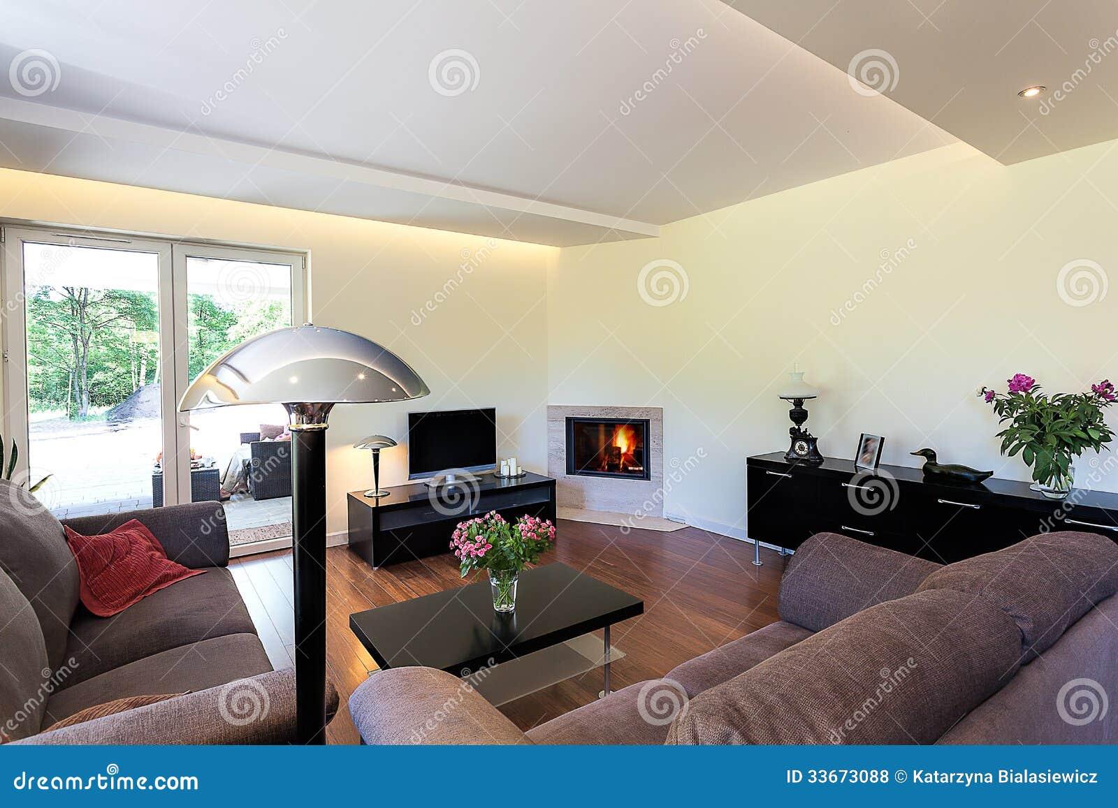 l 39 espace lumineux salon confortable photo stock image 33673088. Black Bedroom Furniture Sets. Home Design Ideas