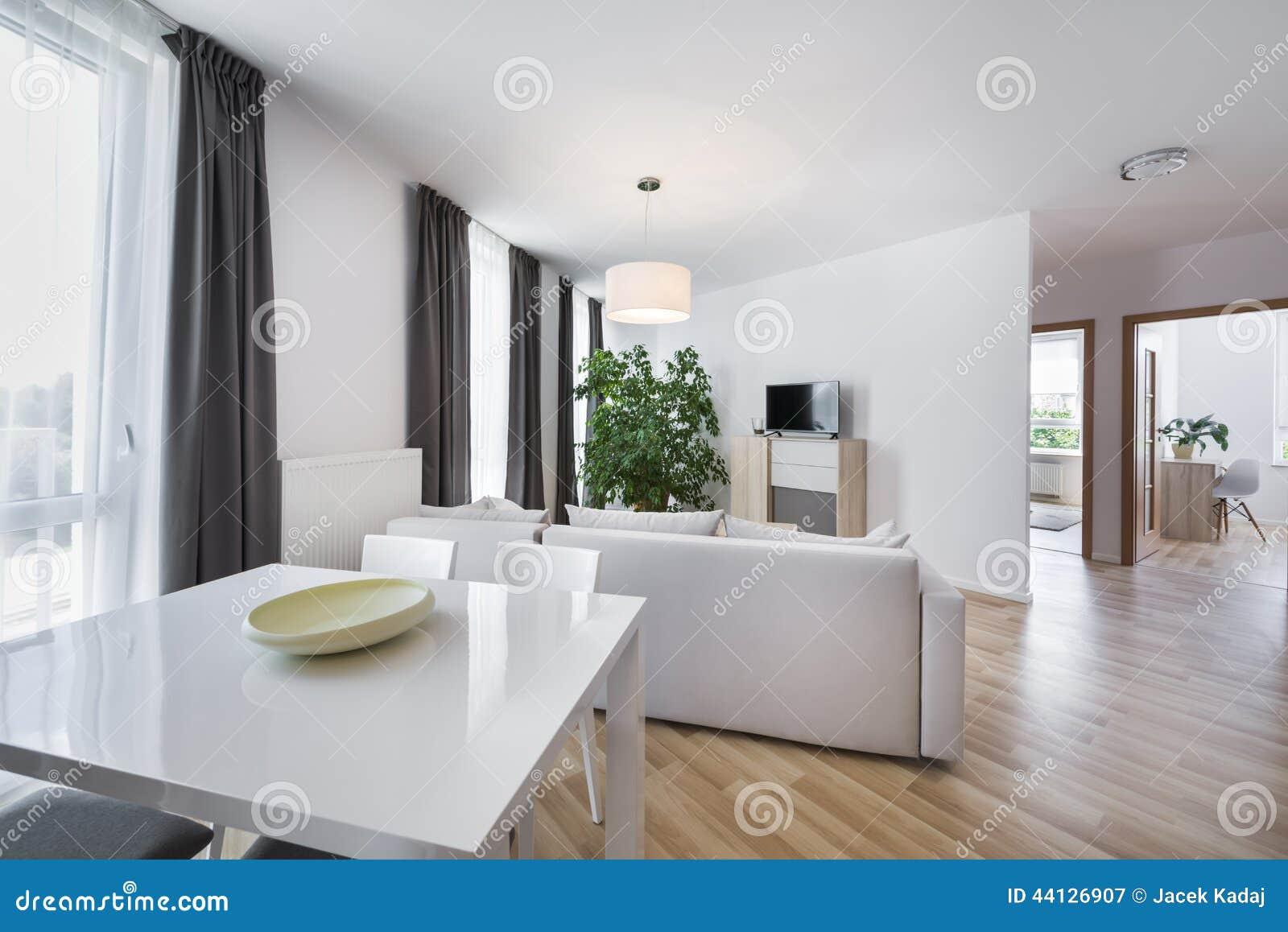 L 39 espace ouvert salon moderne de conception int rieure photo stock image 44126907 for Salon moderne chic italien