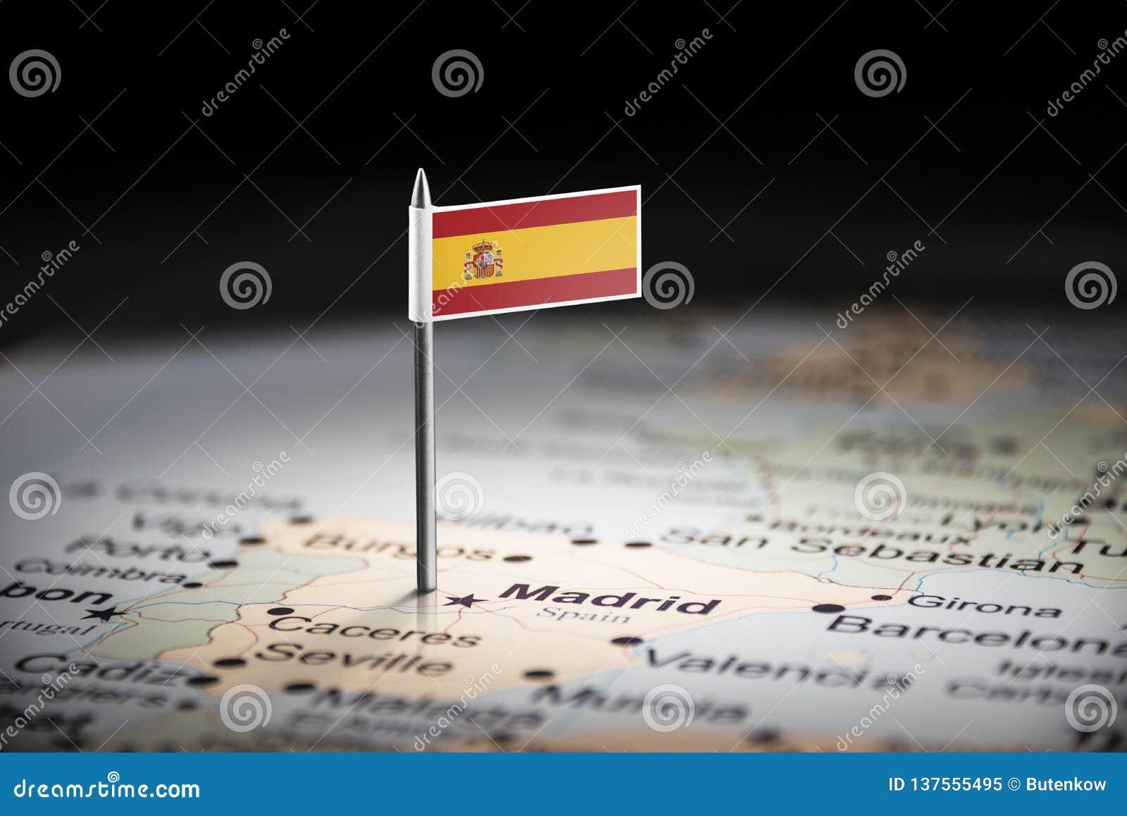 L Espagne a identifié par un drapeau sur la carte