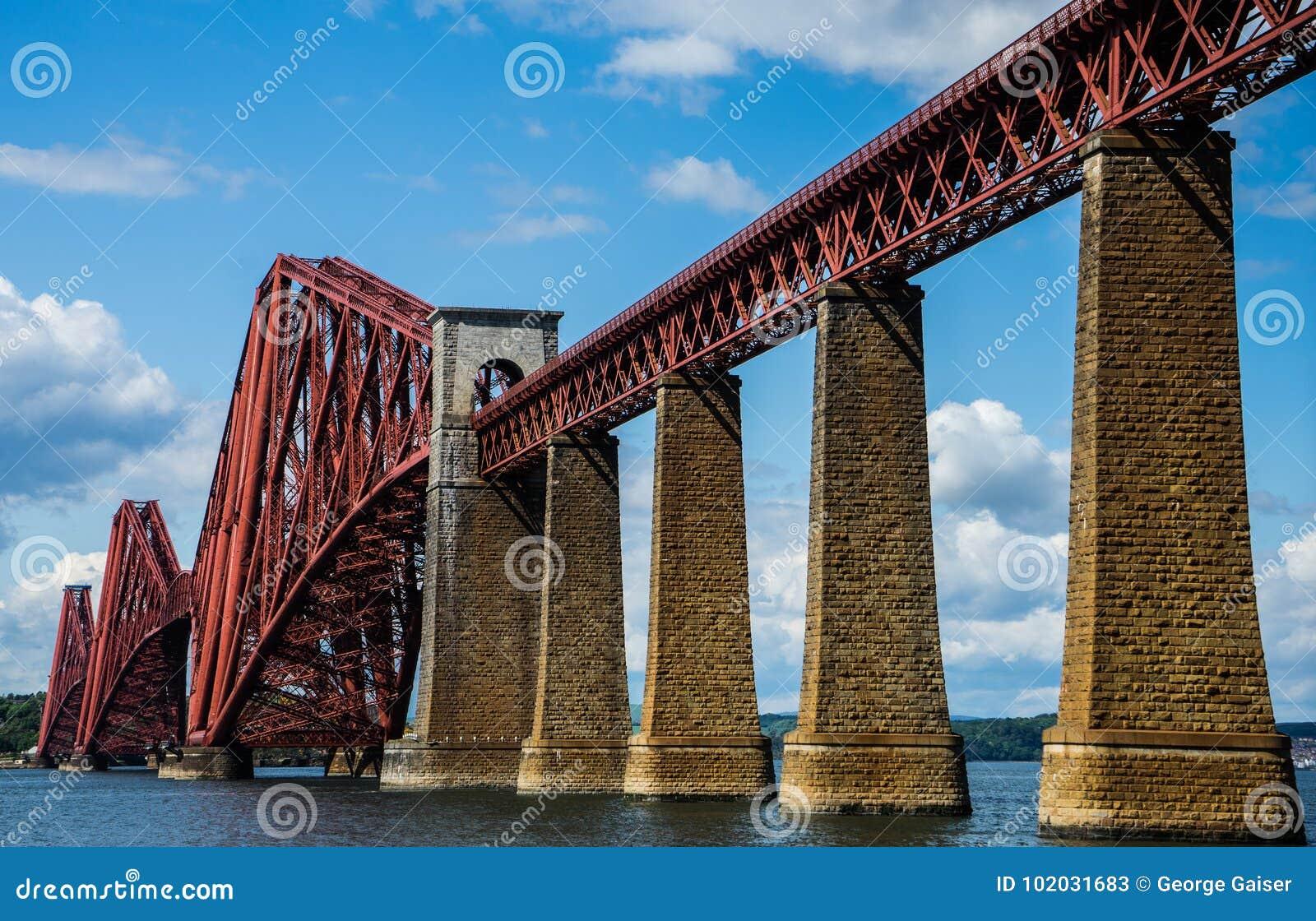 L estuaire d en avant jettent un pont sur