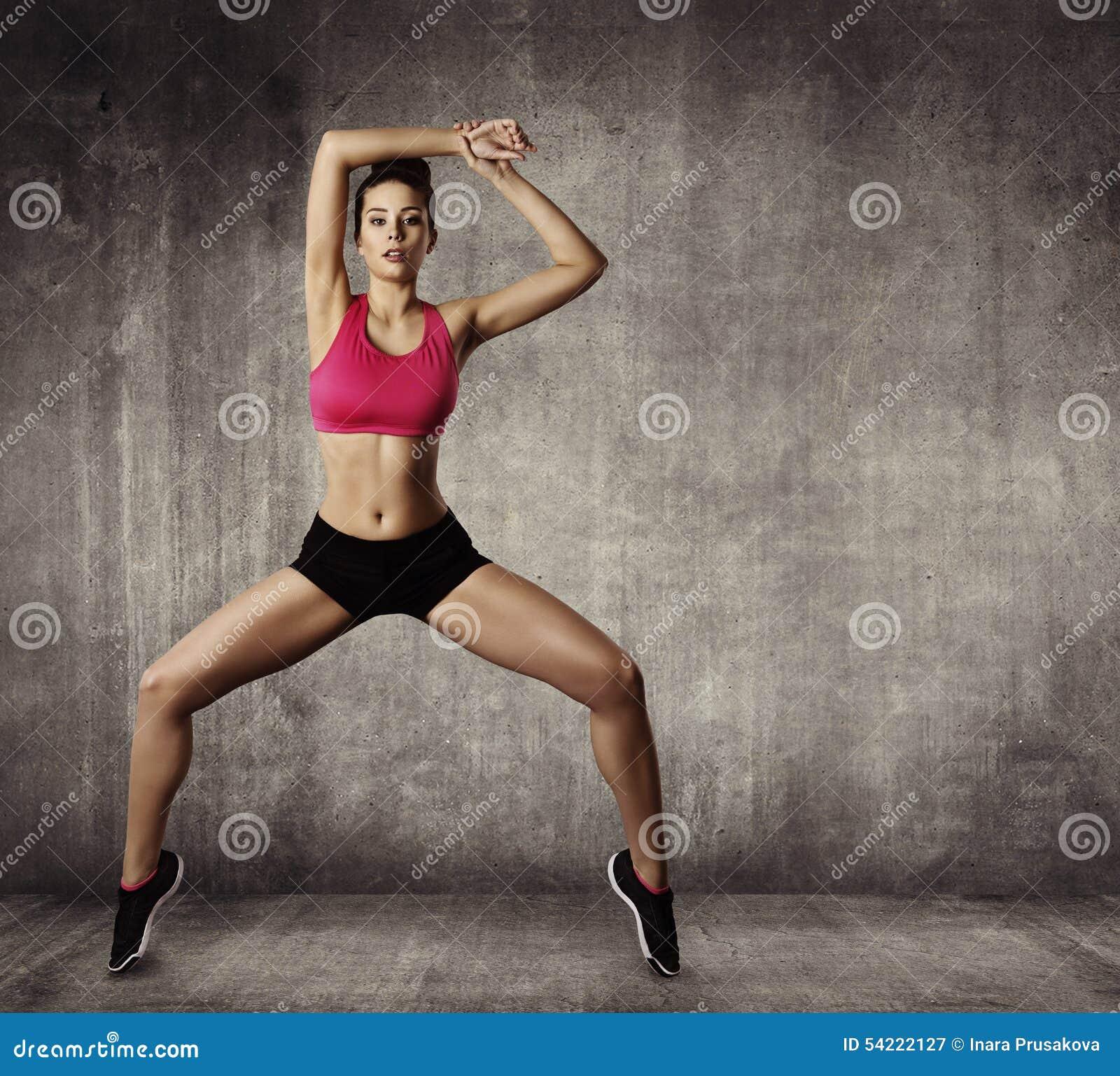 L exercice gymnastique de forme physique de femme, folâtrent la danse convenable de jeune fille