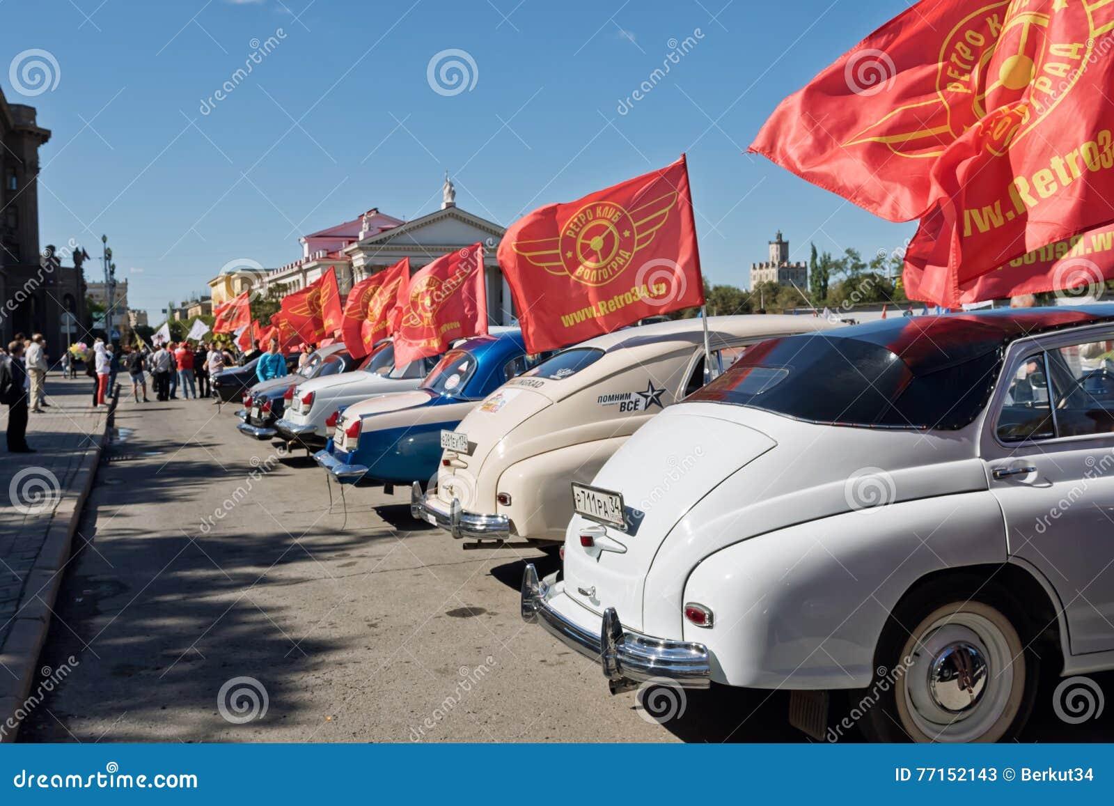 L exposition de rétros voitures a produit en URSS sur l avant-cour i