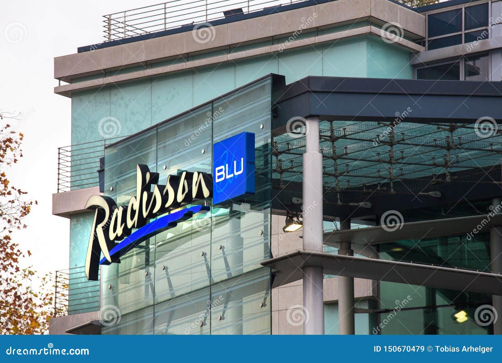 L hôtel bleu de Radisson signent dedans le cologne Allemagne