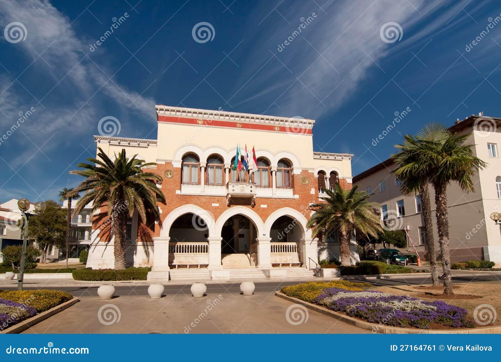 L hôtel de ville dans Porec