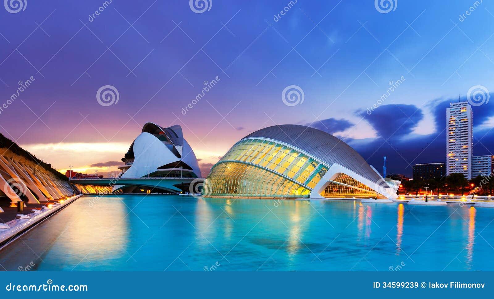 L 39 hemisferic and el palau de les arts reina sofia in dusk - Palau de les heures ...
