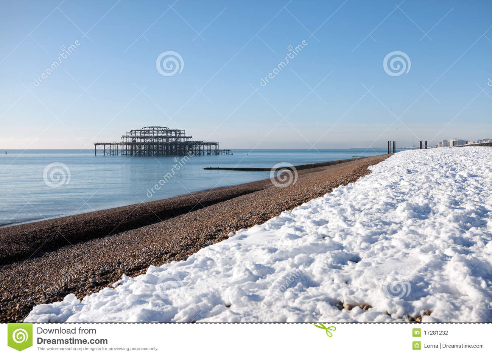 l 39 hiver d 39 architecture de neige de bord de la mer de pilier photo stock image du construction. Black Bedroom Furniture Sets. Home Design Ideas
