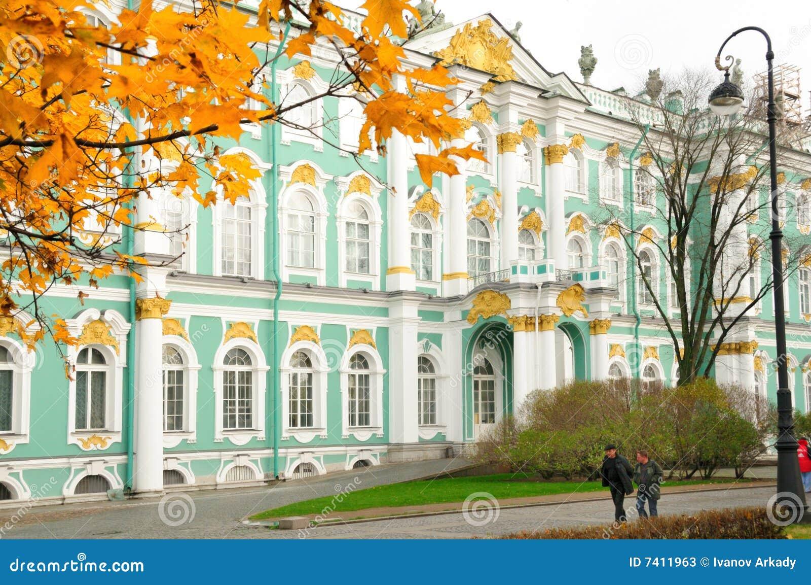 L hiver de rue de Pétersbourg Russie de palais d ermitage