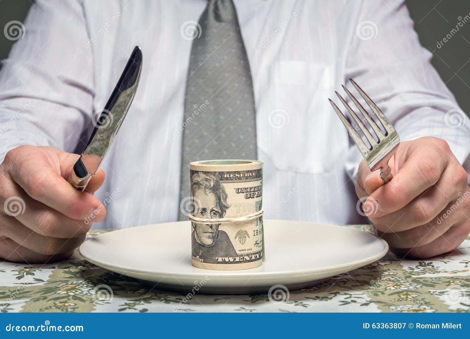 L homme d affaires avec le bouchon des dollars a servi du plat