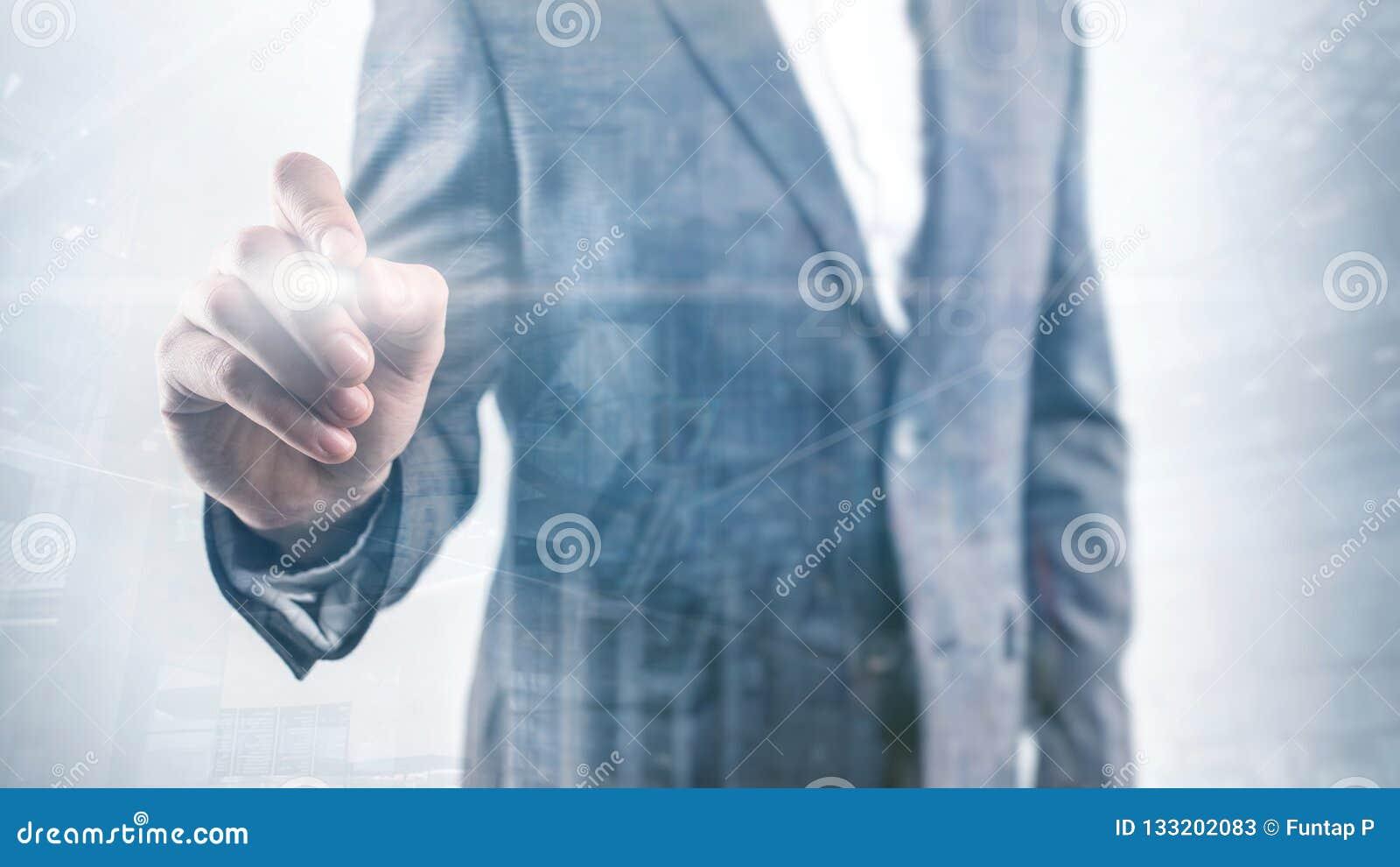 L homme d affaires dirige son doigt à vous homme d affaires aux points d une veste son doigt à la caméra