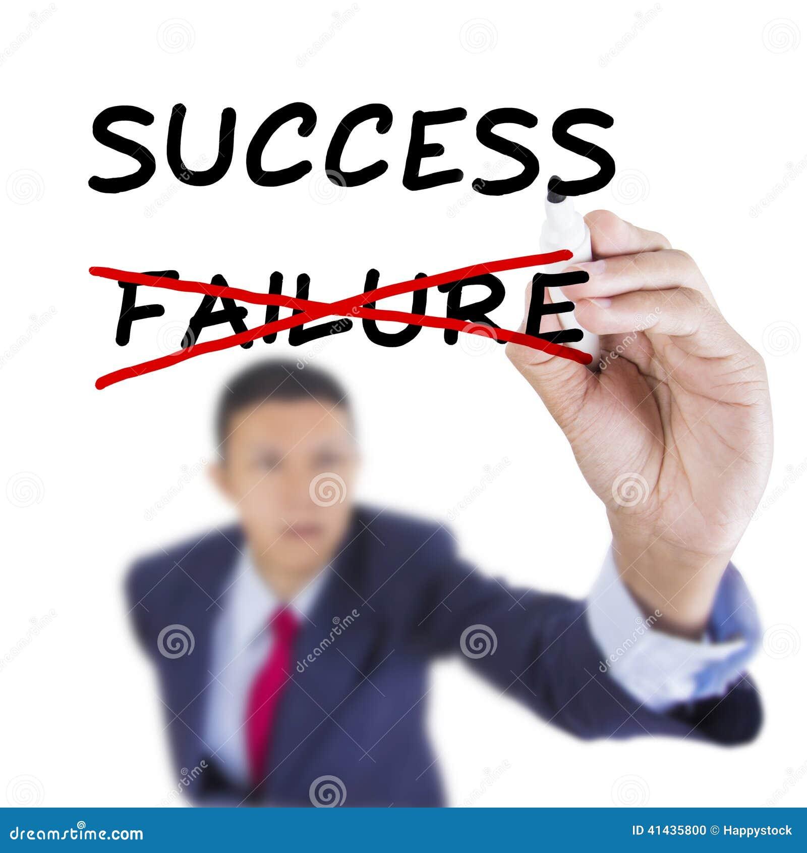 L homme d affaires recherchent et but d écriture pour le succès de solution