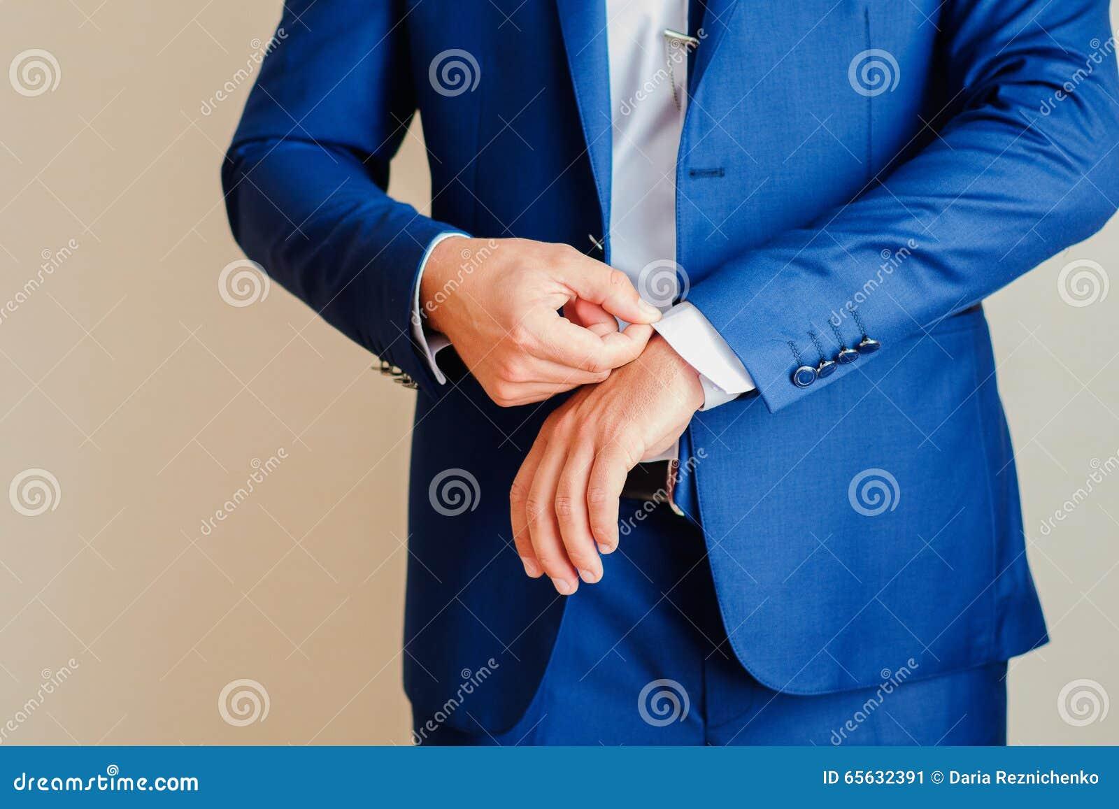 L homme dans la veste bleue