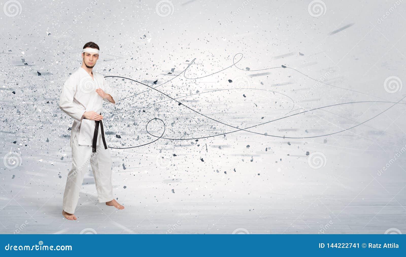 L homme de karaté faisant le karaté dupe avec le concept chaotique