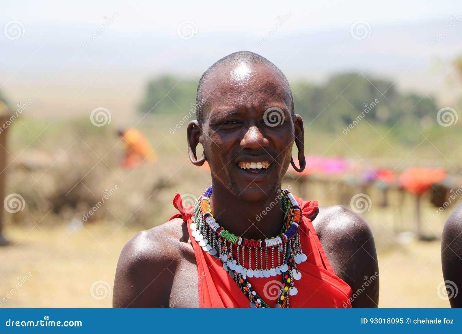 L homme de Massai a percé l oreille