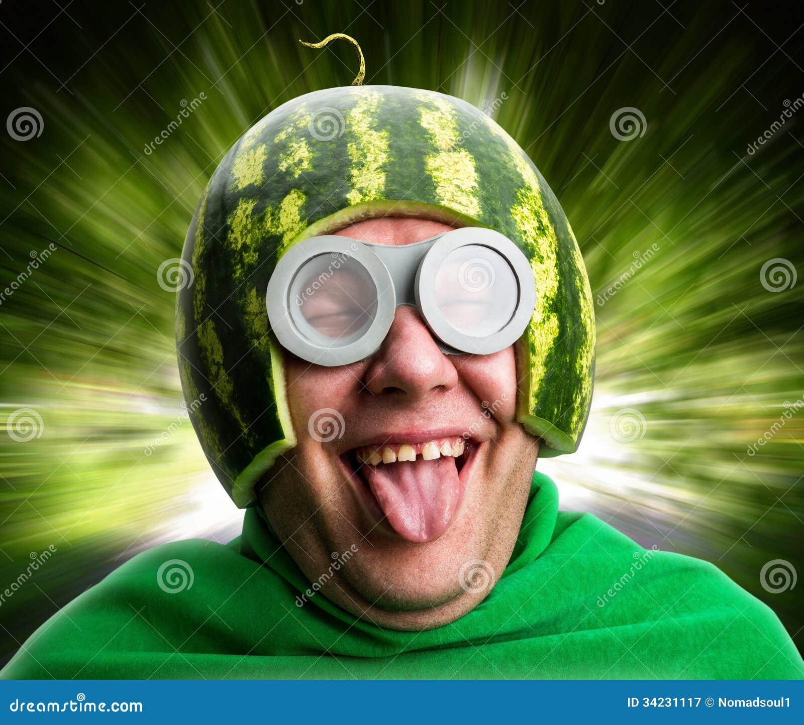 L Homme Drole Avec Le Casque De Pasteque Et Google Image Stock Image Du Google Casque 34231117