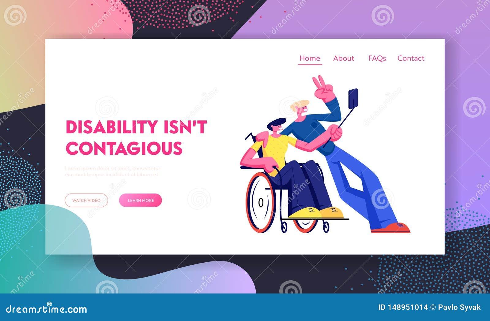 L homme invalide handicapé gai dans le fauteuil roulant prennent la photo au téléphone avec l ami en bonne santé Incapacité, amit