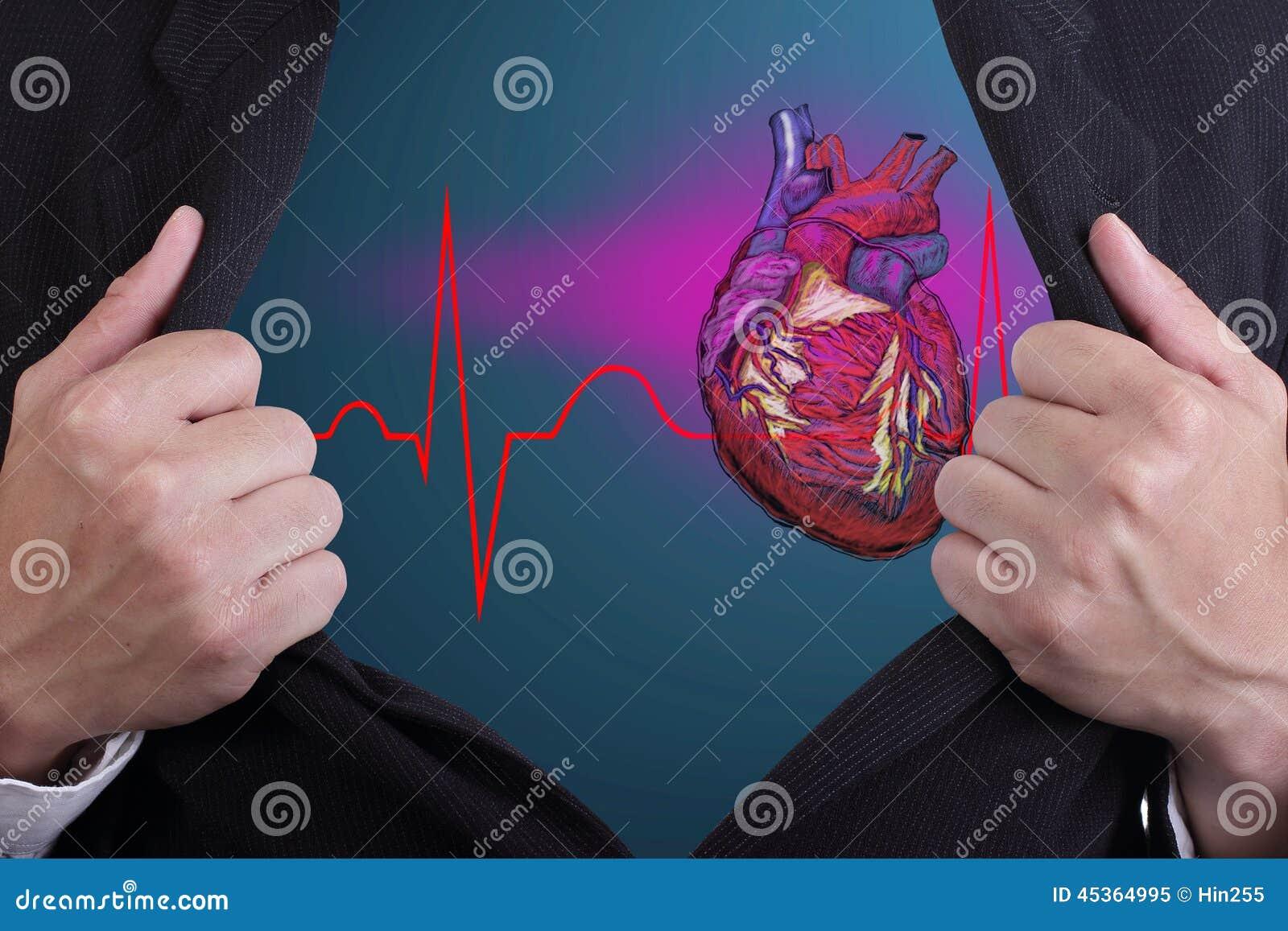 L homme a ouvert son coeur à des autres personnes voient
