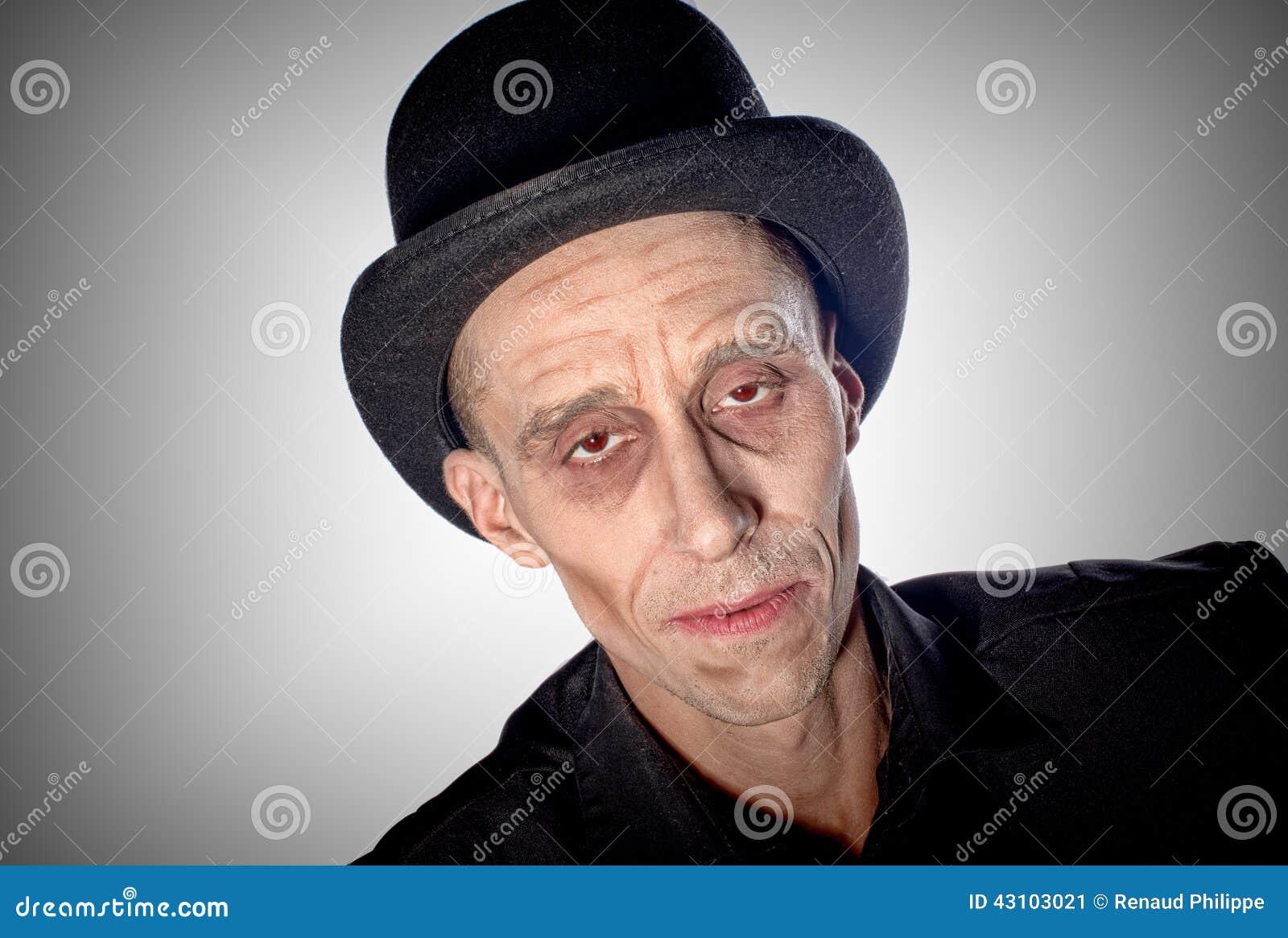 L homme s est habillé comme Dracula pour le Halloween