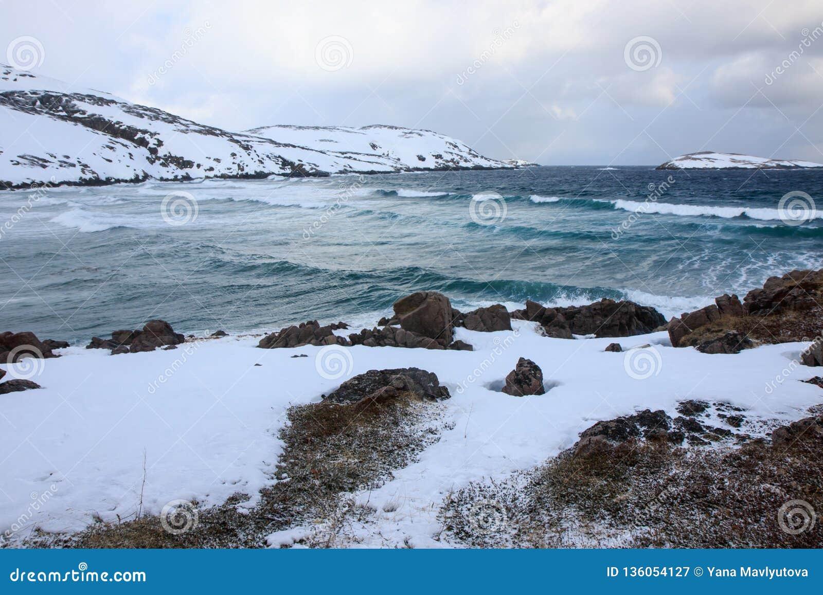 L horaire d hiver, rivage de neige, Russie, paysage de belle nature sauvage de nord voit Belle glace d hiver de neige et paysage