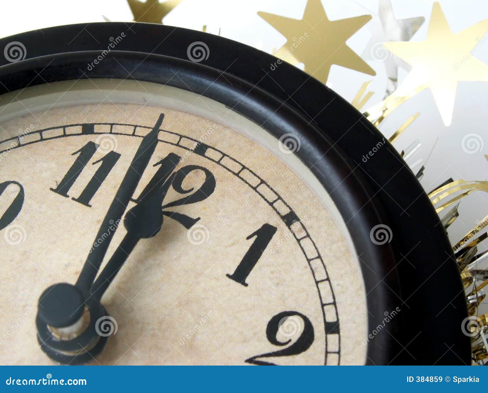 L horloge heurte le minuit