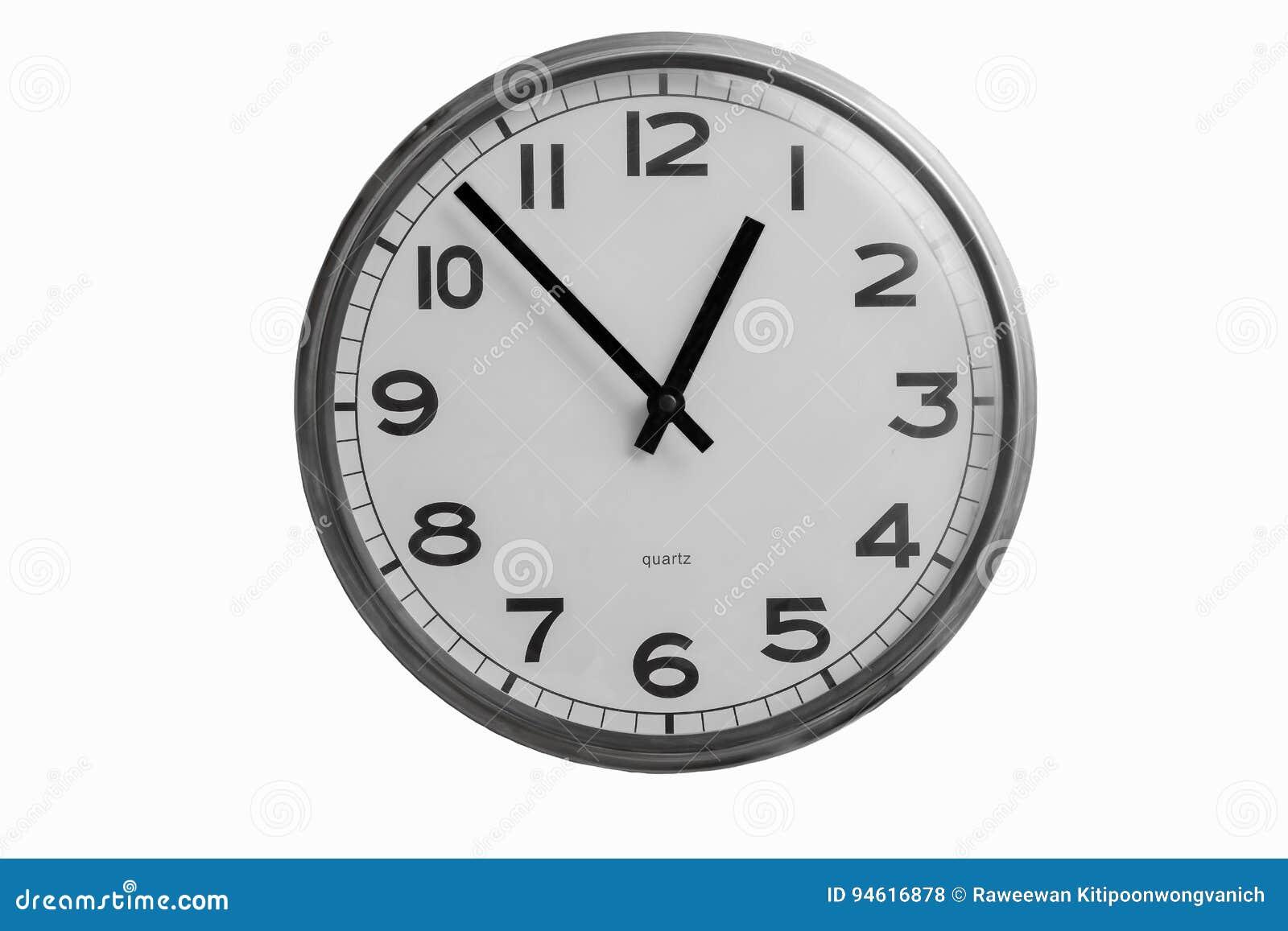 l 39 horloge murale ronde noire et blanche montre presque une horloge de d 39 o photo stock image. Black Bedroom Furniture Sets. Home Design Ideas